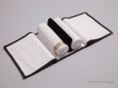 Τοποθετείτε τα βραχιόλια στον κύλινδρο και κουμπώνετε το μαξιλαράκι