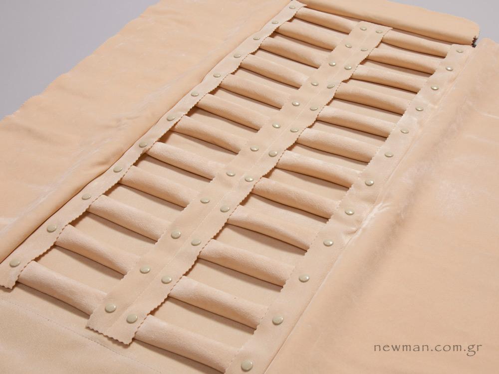 Πανί με 24 μαξιλαράκια ρολάκια για δαχτυλίδια 21eab616f9f