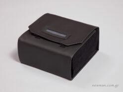 Μαύρη δερματίνη με μαύρο σουέτ