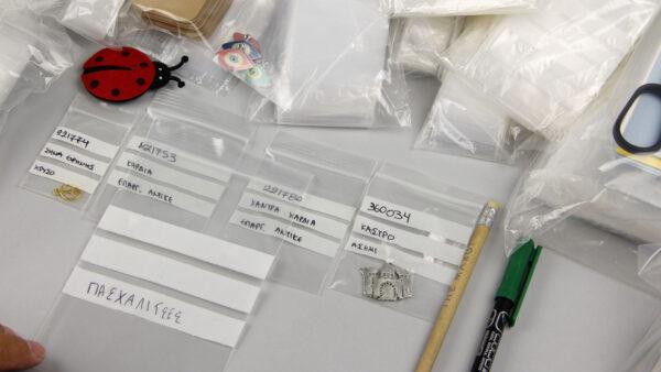 Σακούλες φερμουάρ με 3 λευκές γραμμές για οργάνωση