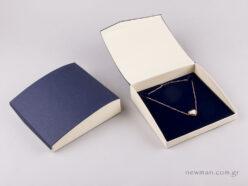 Κουτί για κολιέ μπλε/εκρού με μαγνήτη
