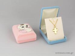 Κουτιά από βελούδο σε ροζ και σιέλ με μωρό για βαπτιστικούς σταυρούς
