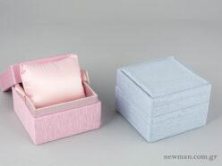 Υφασμάτινο κουτί κοσμημάτων με κορδέλα και μαξιλαράκι σε ροζ και σιέλ χρώμα