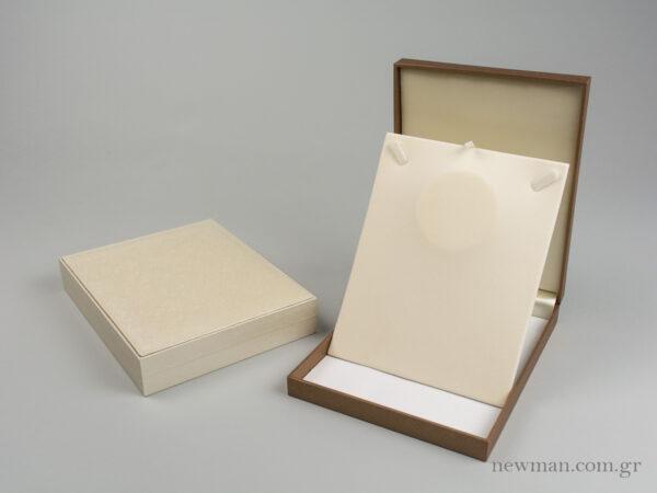 Κουτί για κολιέ της σειράς CTK με κωδικό 000495 στο newman.com.gr