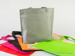 Non woven bag 35x30 cm with 10cm wide bottom and a loop handle.