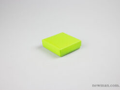 Paper jewellery box 8x8x2.5cm in lime green.