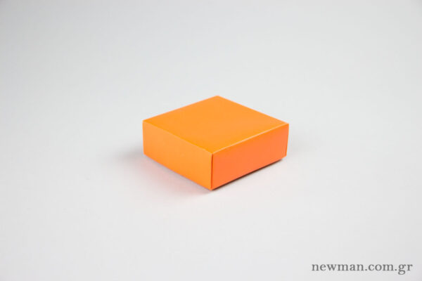 Paper jewellery box 10x10x4cm in orange.