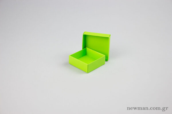 Jewellery box 6x6x2.2cm in lime green.