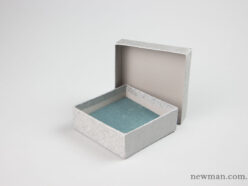 Paper jewellery box 10x10x3.5cm in silver.