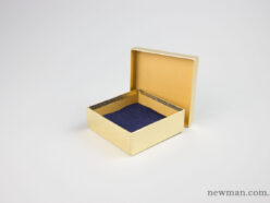 Paper jewellery box 10x10x3.5cm in gold.