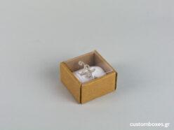 Οικολογικό κουτί kraft με διάφανο καπάκι και άσπρη βελούδινη βάση μικρό δαχτυλίδι