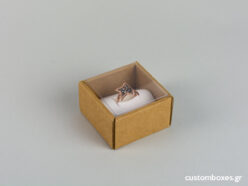 Eco-friendly jewellery box for big rings with white velvet insert and transparent lid.