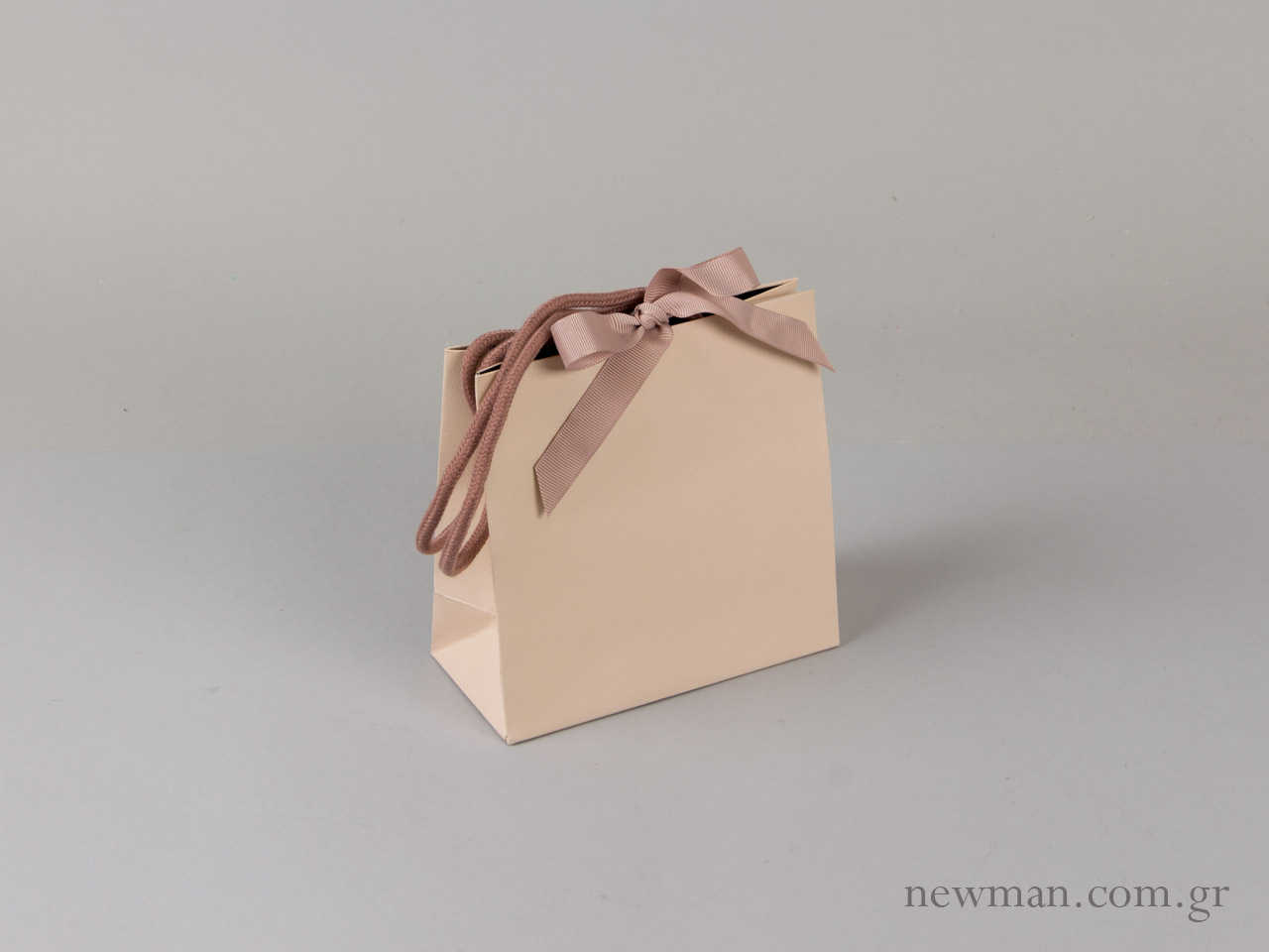 4fbb94fb0d Τσάντα πολυτελείας με κορδόνι και κορδέλα tsanta kordoni gro 064101