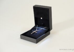 Δερμάτινο Κουτί για σταυρό με φως led