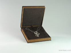 suede-box-for-necklaces-001224