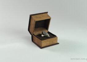 Κουτί Elegant καφέ σουέτ για δαχτυλίδι λεπτό