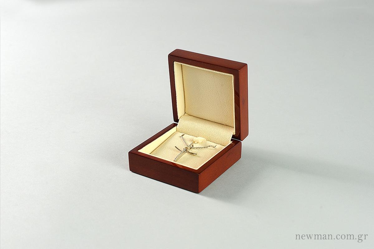 princess-wooden-box-for-crosses-pendants
