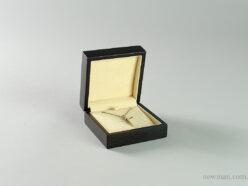 Ξύλινο κουτί κοσμημάτων σταυρός-χειροπέδα