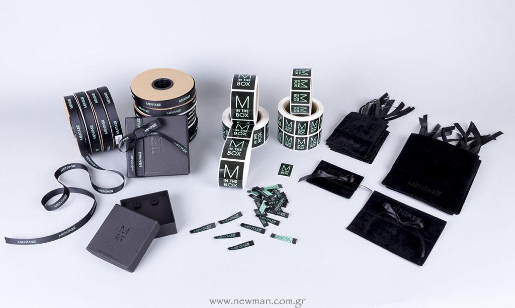 Κορδέλες, κουτιά, ετικέτες αυτοκόλλητες, ετικέτες υφαντές, σουέτ θήκες κοσμημάτων με εκτύπωση λογότυπο Menta in the Box