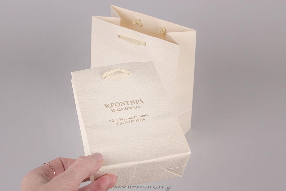 Χρυσή εκτύπωση σε χάρτινη τσάντα