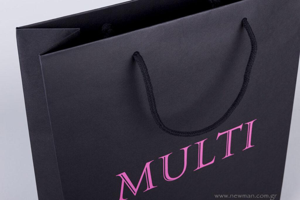 Μαύρη χλαρτινη τσάντα με βαμβακερό κορδόνι & φούξια εκτύπωση