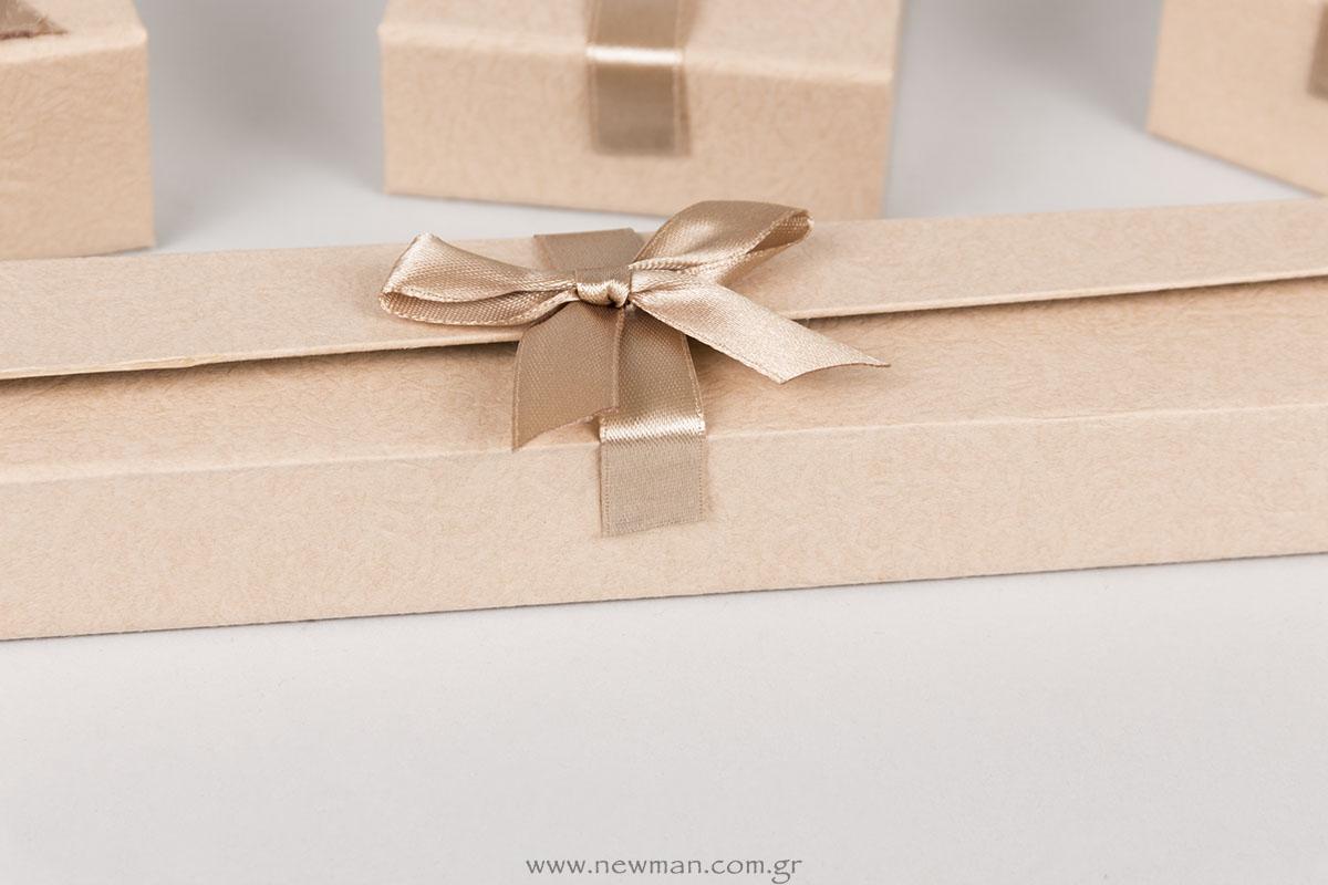 Larry design λογότυπο σε κουτιά κοσμημάτων