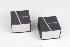 Κουτί για ρολόι με μαξιλάρι και εκτυπωμένο λογότυπο στο καπάκι