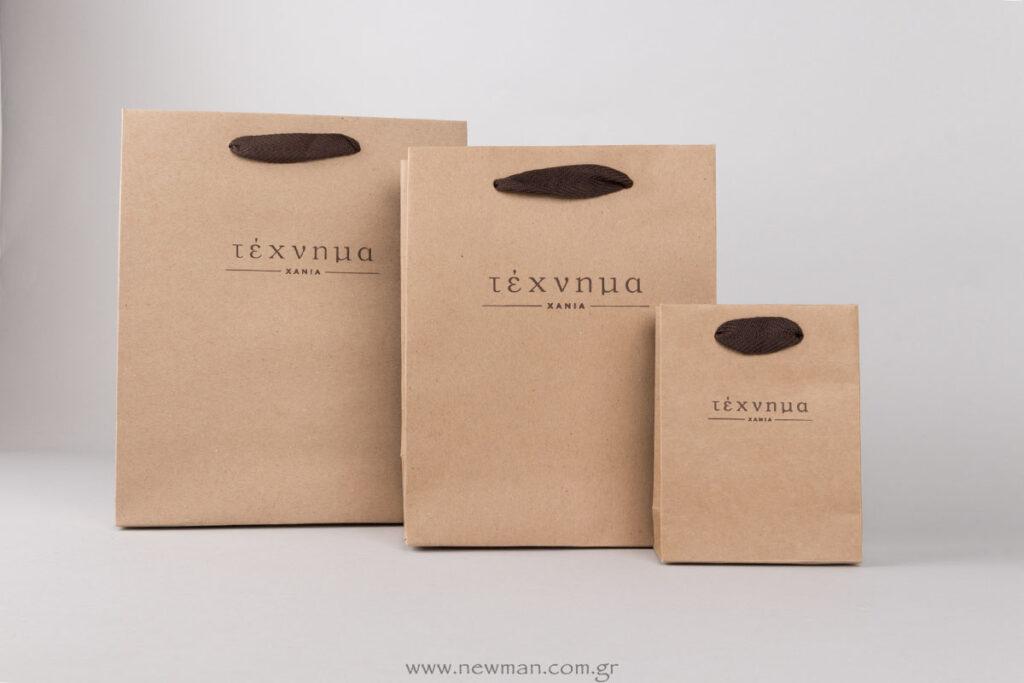 Χάρτινες τσάντες κραφτ πολυτελείας με κορδέλα φακαρόλα και λογότυπο καφέ