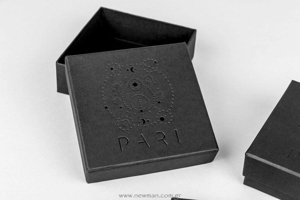 Pari Jewels λογότυπο τυπωμένο σε κουτί για κοσμήματα