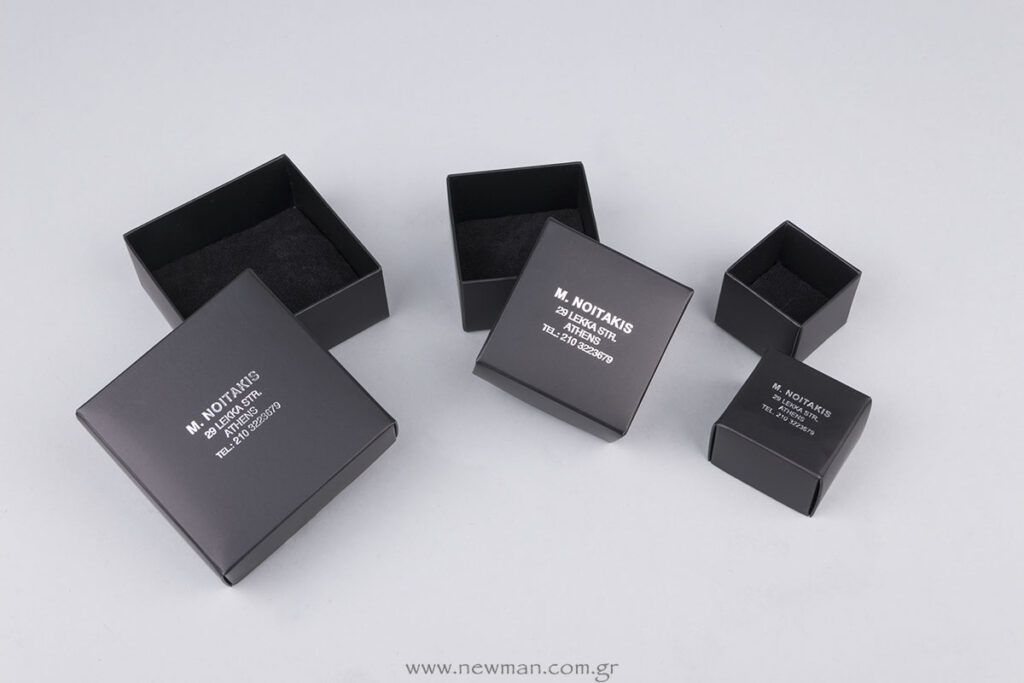 Customboxes black inside-out with logo on the lid