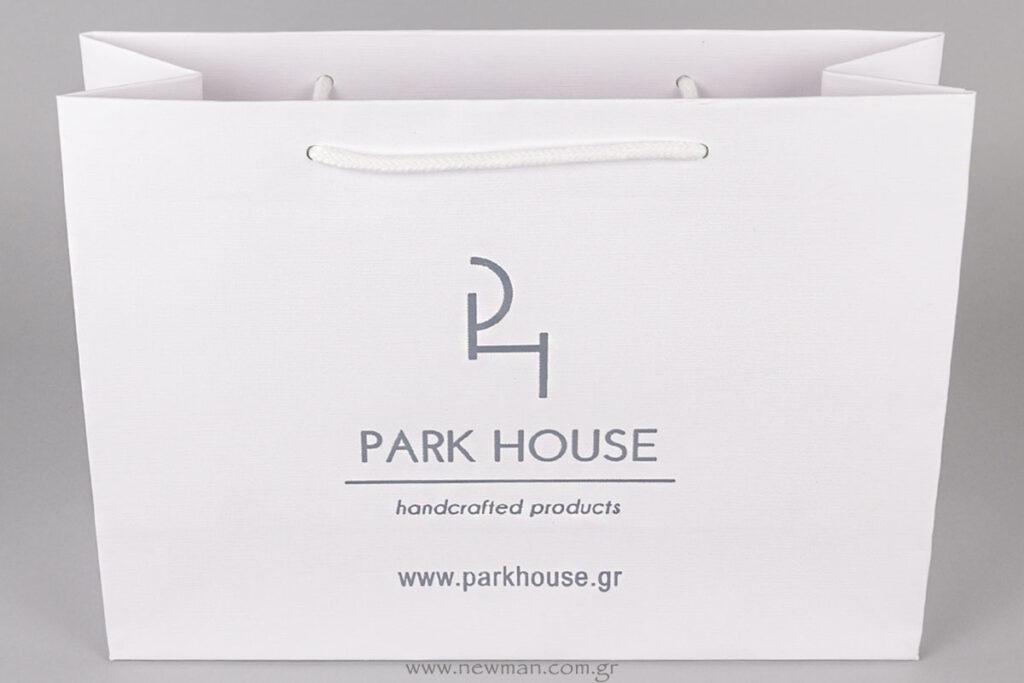 Χάρτινη λευκή τσάντα με λογότυπο τυπωμένο σε γκρι χρώμα