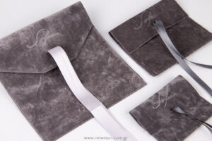 Velvet pouches with satin ribbon