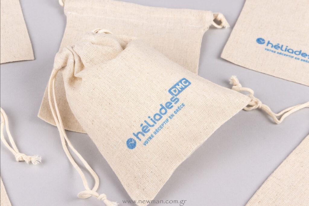 Heliades logo σε λινά πουγκιά
