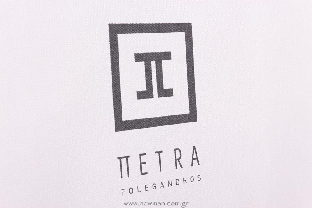 Πέτρα λογότυπο σε χάρτινη τσάντα πολυτελείας
