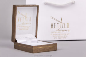Metalo design jewellery logo on paper bags and jewellery boxes