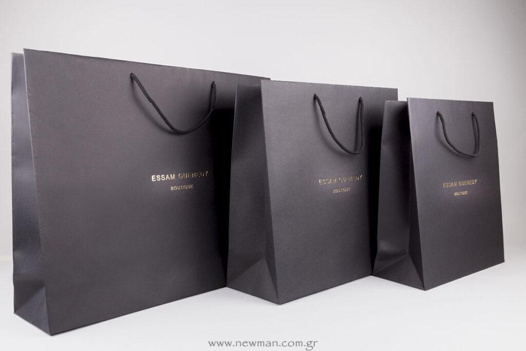 Μάυρη τσάντα με χρυσό λογότυπο Essam Guenedy