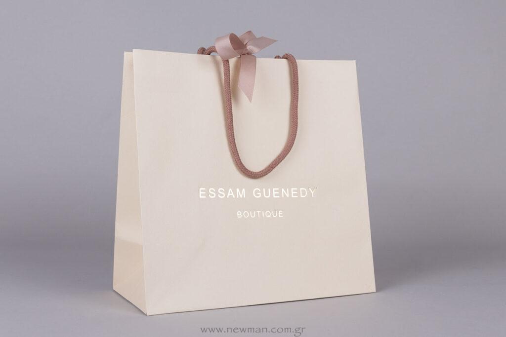 Essam Guenedy logo σε χάρτινη τσάντα πολυτελείας με κορδέλα