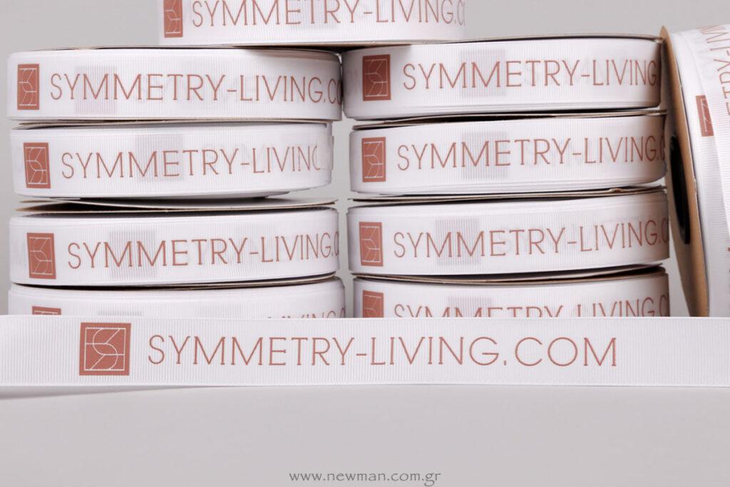 Symmetry.living.com ανάγλυφο logo σε κορδέλα