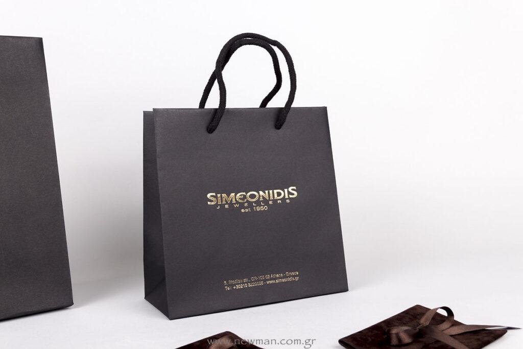 Μαύρες χάρτινες τσάντες πολυτελείας με εκτύπωση χρυσό λογότυπο