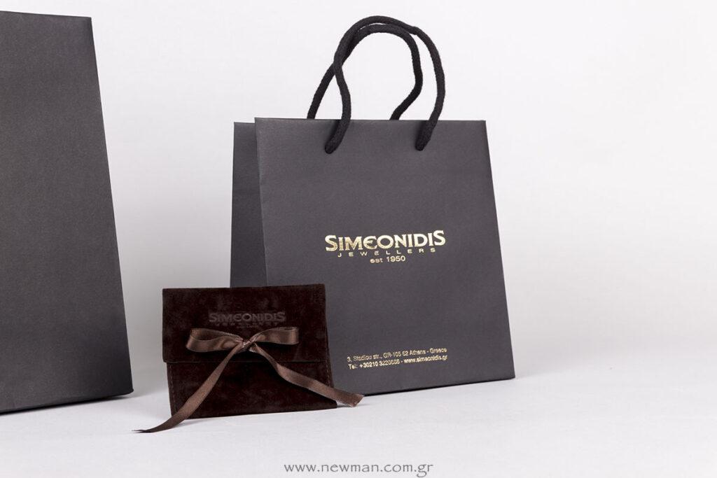 Επώνυμη συσκευασία κοσμημάτων: Χάρτινες τσάντες με χρυσοτυπία και Σουέτ πουγκιά με βαθυτυπία