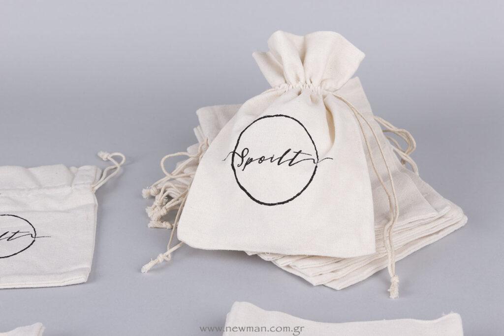 Linen pouche with silk-screen printed logo