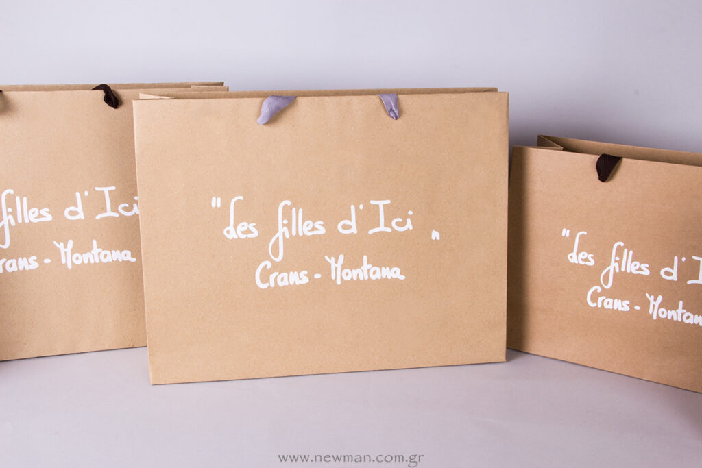 Printed-des-filles-d-ici-logo-on-bags-and-labels