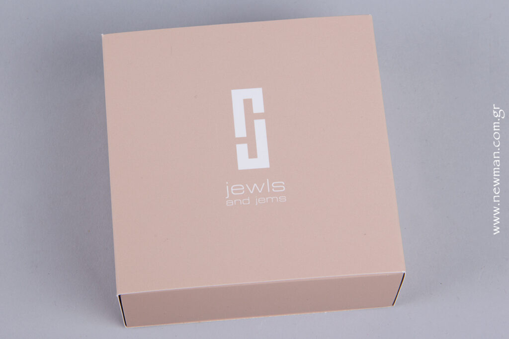 All of the box has been mat laminated for a luxury smooth feeling.