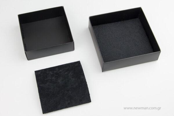 Μαύρα χάρτινα πλαστικοποιημένα κουτιά μπιζού με βελούδινο μαξιλαράκι σε 5 μεγέθη 0750