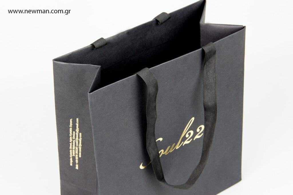 Τσάντα πολυτελείας με λογότυπο σε χρυσοτυπία.