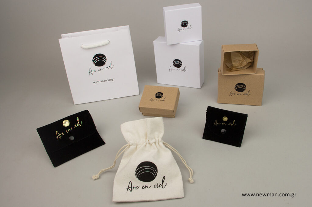 Προϊόντα συσκευασίας για κοσμήματα με εκτύπωση.