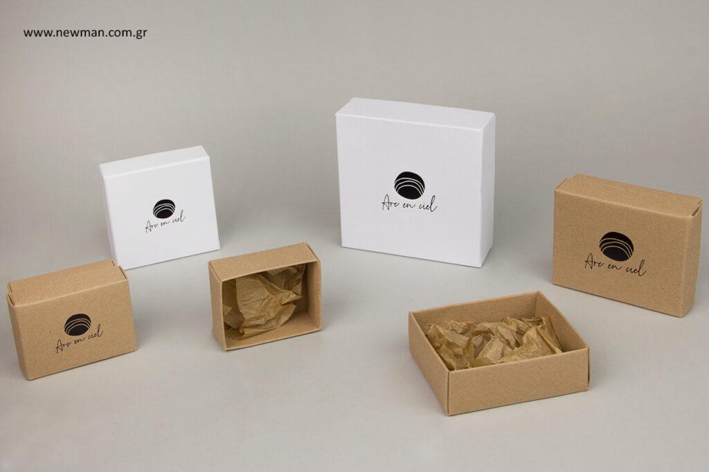 Τα χάρτινα κουτιά κραφτ χρώματος διαθέτουν εσωτερικά χαρτί αφής.