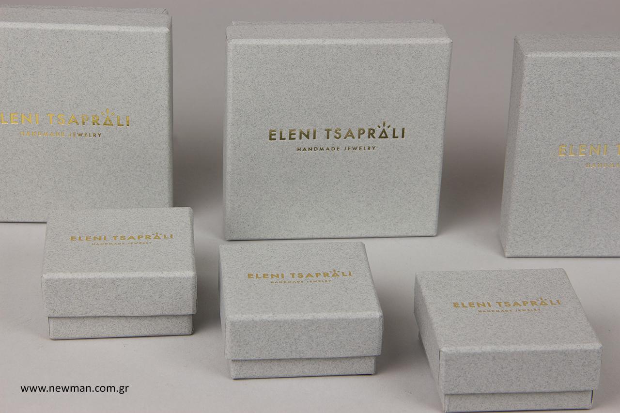 Ελένη Τσαπραλή: Κουτιά συσκευασίας με λογότυπο