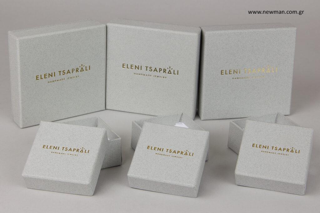 Κουτιά κοσμημάτων με χρυσό τύπωμα.