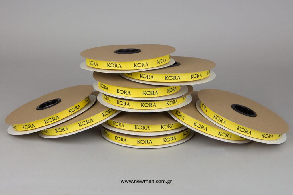 Κίτρινη κορδέλα συσκευασίας με λογότυπο.